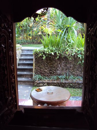 Ubud Bungalow: Looking from my room to the porch