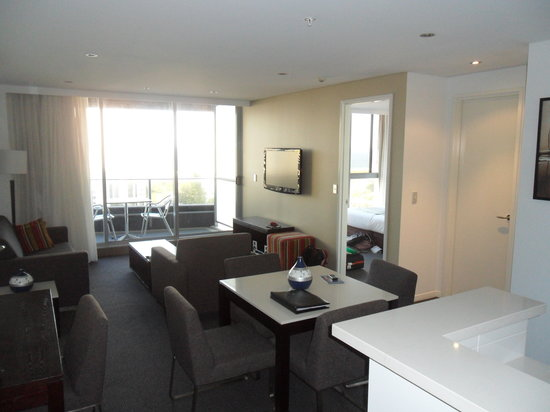 Meriton Suites Broadbeach: Inside 1bedroom