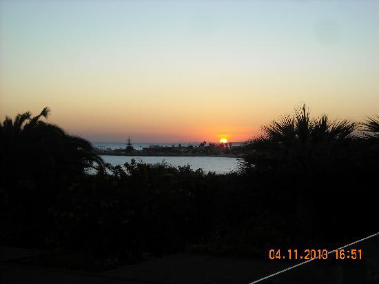 Alion Beach Hotel: Solnedgång sett från Alion