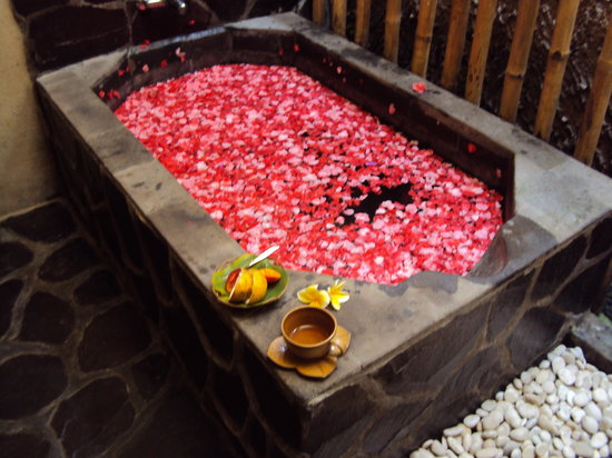 Flower bath, lemon tea and fruit snack - Picture of Sang Spa 2 ...