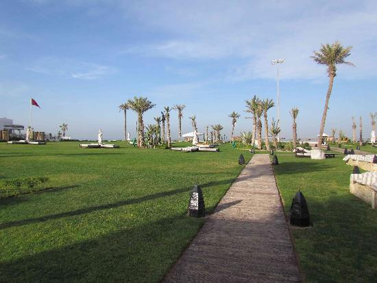 Sofitel Agadir Royal Bay Resort: pelouse