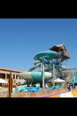 Coral Sea Aqua Club Resort: flumes