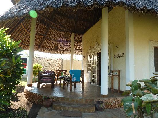 Diani Paradise Villas: Blick auf Terasse Haus Chale