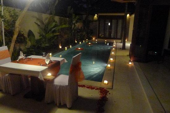 Mahagiri Villas: Candelit Dinner
