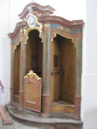 Asamkirche: confessional