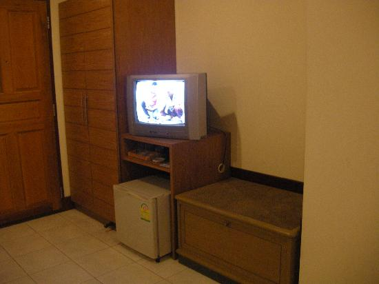 Nandha Hotel: TV (not so clear channels, it didn't really matter though)