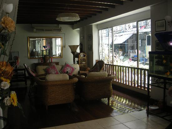 Nandha Hotel: Cozy Lobby