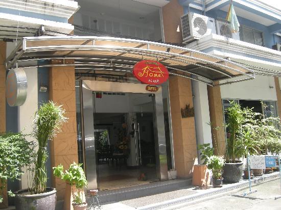 Nandha Hotel: Front