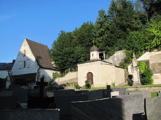 Wasserkapelle: seen from the cemetery, Heilig Grab chapel at the right hand side