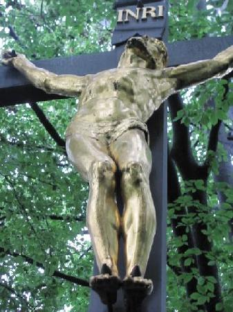Kreuzweg Kalvarienberg: crucifix at the Golgotha