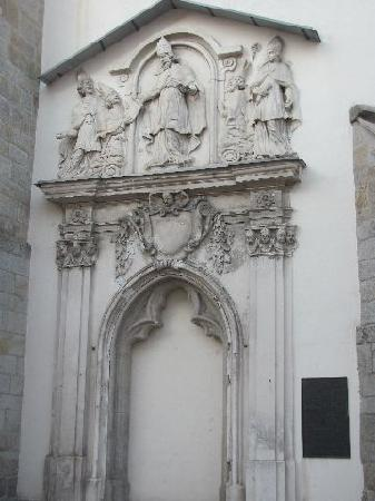 Heilig Grabkirche St. Peter und Paul: tympanum of the former entrance