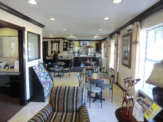 Best Western Cityplace Inn : Rezeption und Frühstücksraum