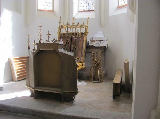 Heilig Grabkirche St. Peter und Paul: few furniture is left in its interior