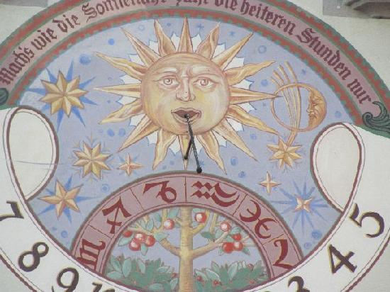 Alte Rathaus (Old Townhall) : detail sundial