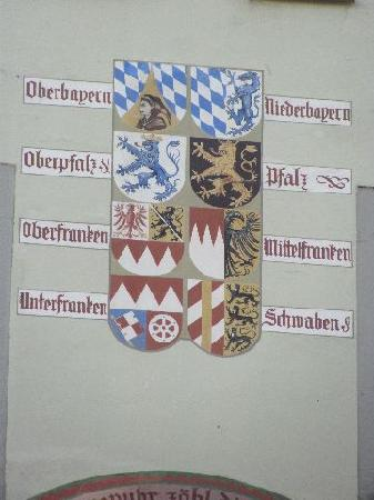 Alte Rathaus (Old Townhall) : painted coats of arms
