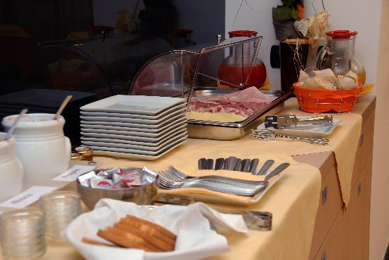 Groane Hotel Residence : BUFFET