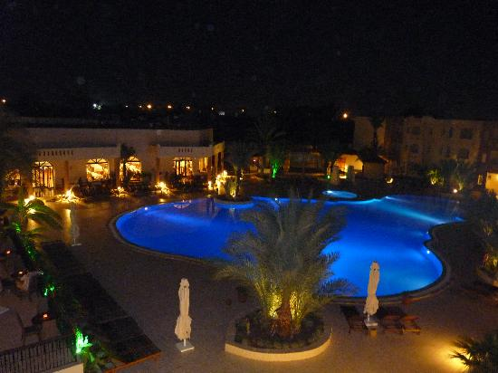Green Palm: piscine le soir