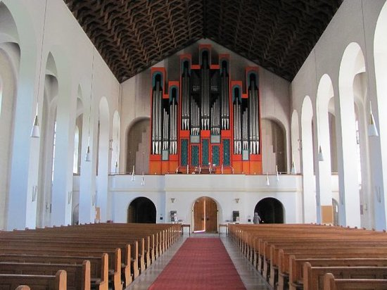 Deggendorf, Germania: view towards the modern organ
