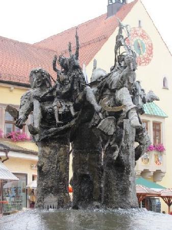 Marktplatzbrunnen: overall view
