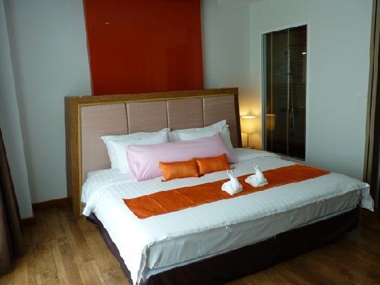 Prajaktra Design Hotel: grosses Bett