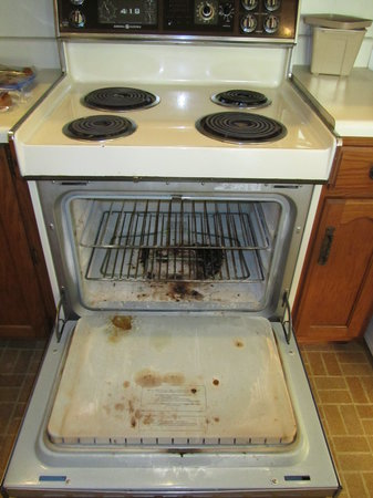 Atlantic House: Oven - a wee bit dirty maybe