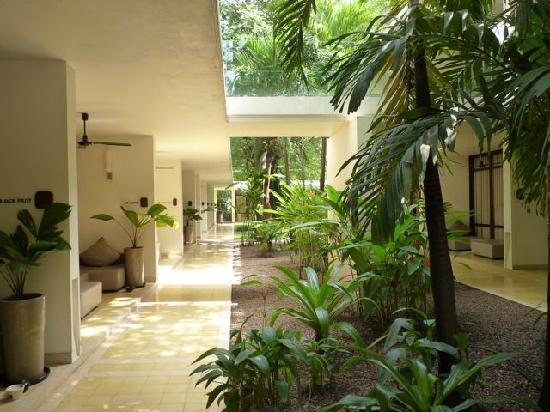 FCC Angkor: Zimmer am Durchgang von der Rezeption zum Poolbereich