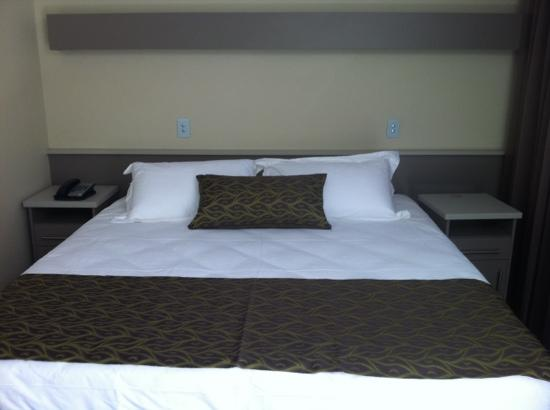Bentley Motel: king size bed