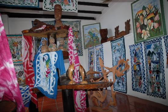Hummingbird Beach Resort: Batik Shop
