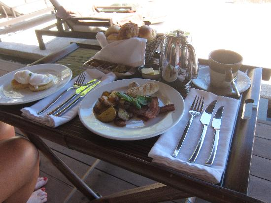 Abaca Boutique Resort : Breakfast served in the Cabana