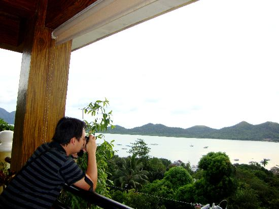 Mt. Tapyas Hotel: picture perfect of coron bay from their restobar