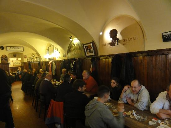U Zlateho Tygra : Beer and discussion
