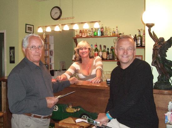 Le Chardon: Rebecca at the bar.