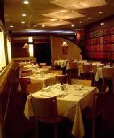 Bin 100 Restaurant: Gorgeous interior...