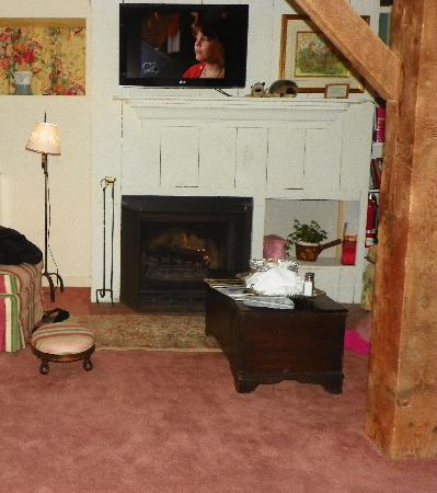 Inn at Sawmill Farm: Beautiful fireplace, watch your head on that support beam!