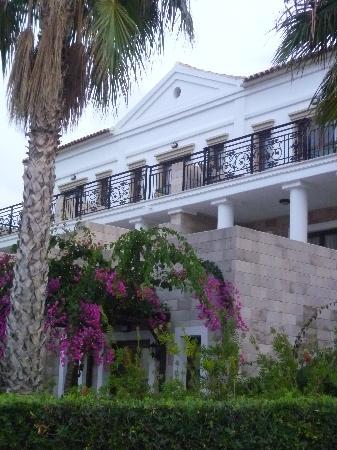 Aldemar Royal Mare Thalasso Resort: la chambre vue de l'extérieur
