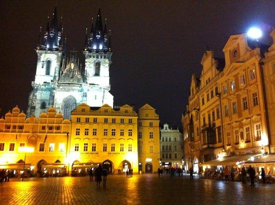 Prague Information Service : Piazza dell'orologio di sera