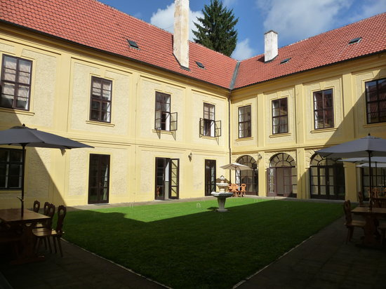 Chateau Hostacov: Central Courtyard
