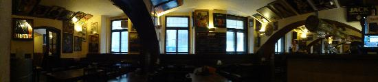 The Hollow (Restaurace Jáma): Deserted pub!