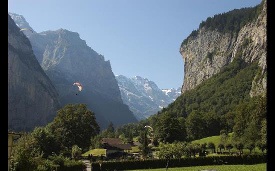 Paragliding Jungfrau: Gorgeous Valley in Lauterbrunnen