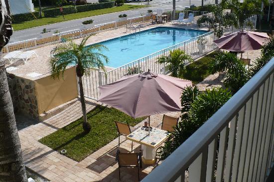 Cheri Lyn Motel : poolside outstanding