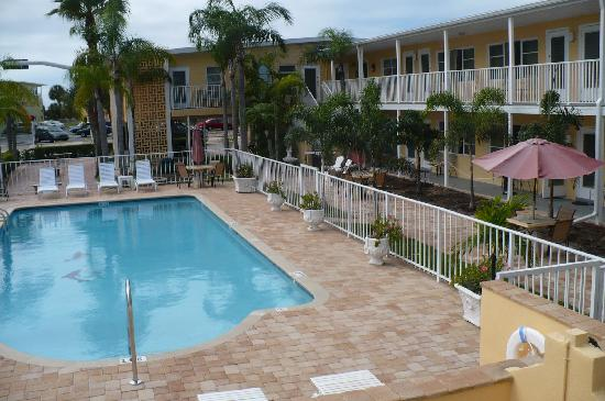 Cheri Lyn Motel: very clean in and around pool area