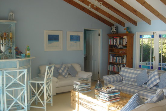 Cape Rose Cottage: The sitting area
