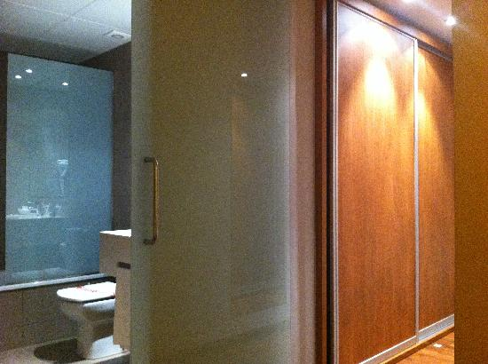 Medes II: placard entrée chambre premium ou suite ?