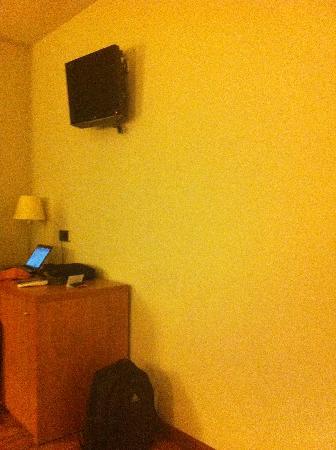 L'Estartit, Spain: TV écran plat chambre premium (ou suite ?)
