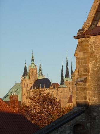 Ibis Erfurt Altstadt: Blick aus dem Hotelzimmer auf den Dom