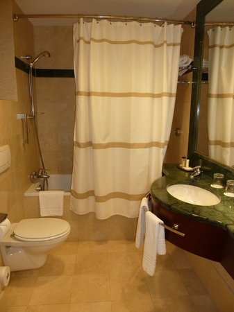 Brussels Marriott Hotel Grand Place: Room #347 - Bathroom