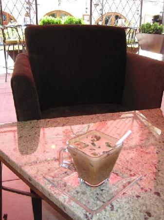 Cafe Cafesto: Iced mocha