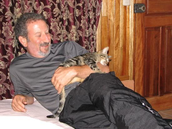 Monteverde Rustic Lodge: Local kitten adopted us, lol.