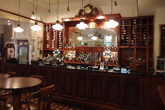 Toll House Inn: Bar