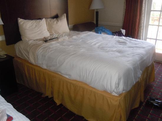 Best Western Market Center: Very comfy bed